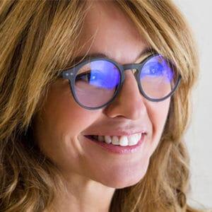blaulichtfilter-glasses-a01-frau